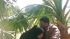 Pakistani hijabi in burqa blowjob until cum in public park